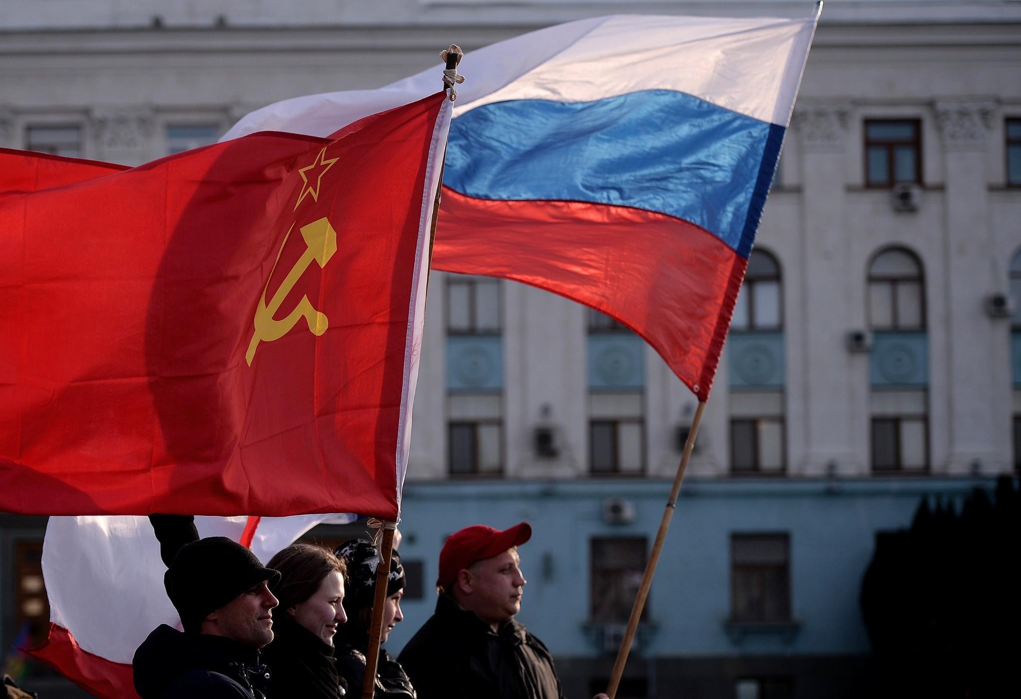 la-fg-wn-crimean-voters-go-to-the-polls-to-dec-001